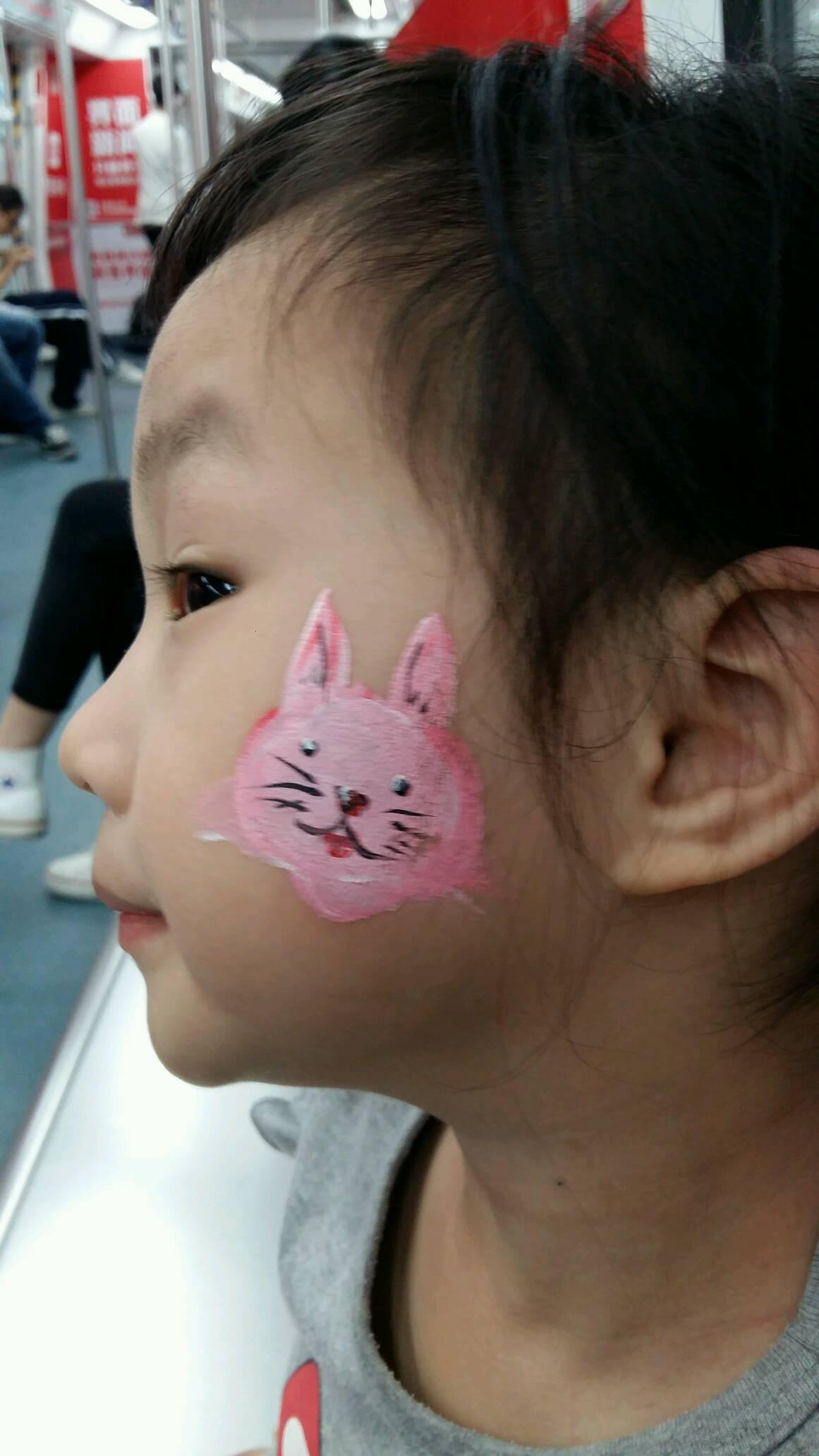 可爱的小朋友可爱的小兔子